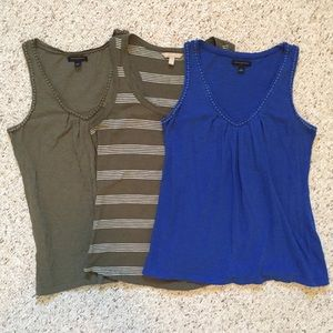 3 Banana Republic sleeveless tops. Size M. EUC.
